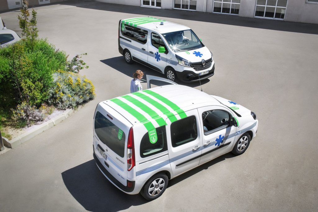 ambulances-voitures-services-developement