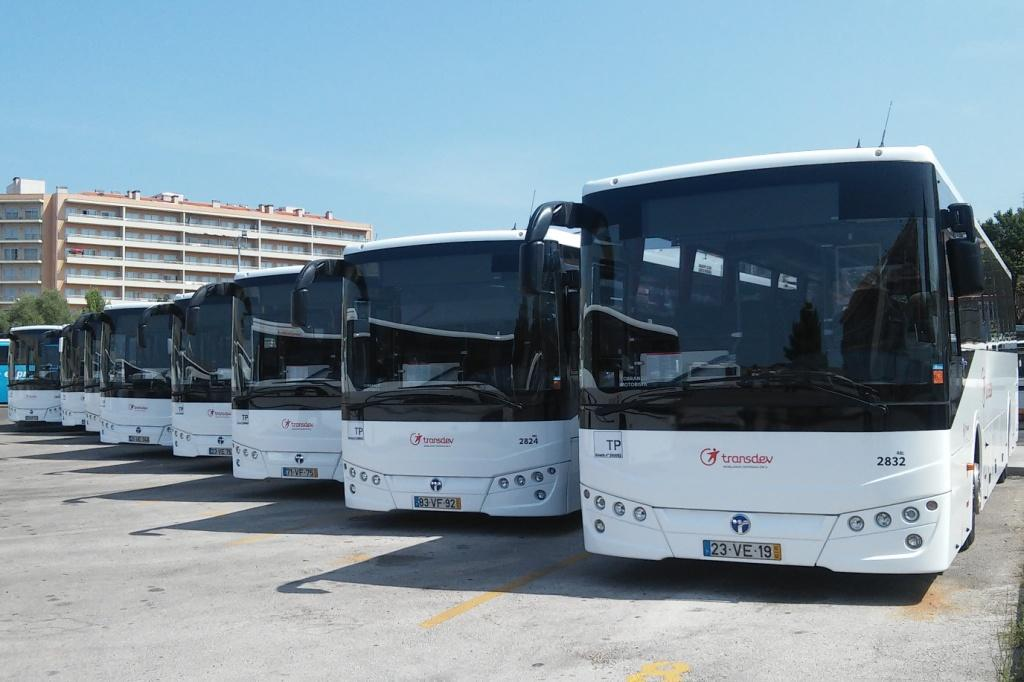 Ligne autocars Transdev services alternatifs Lousa Portugal bus rouge blanc