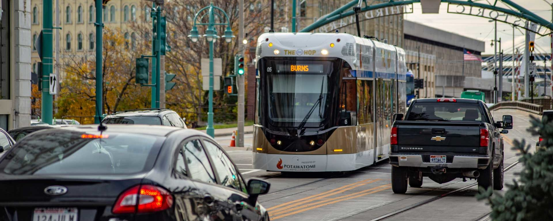 Transdev USA opérateur launch démarrage streetcar Milwaukee tramway ville circulation downtown shared traffic the hop mke