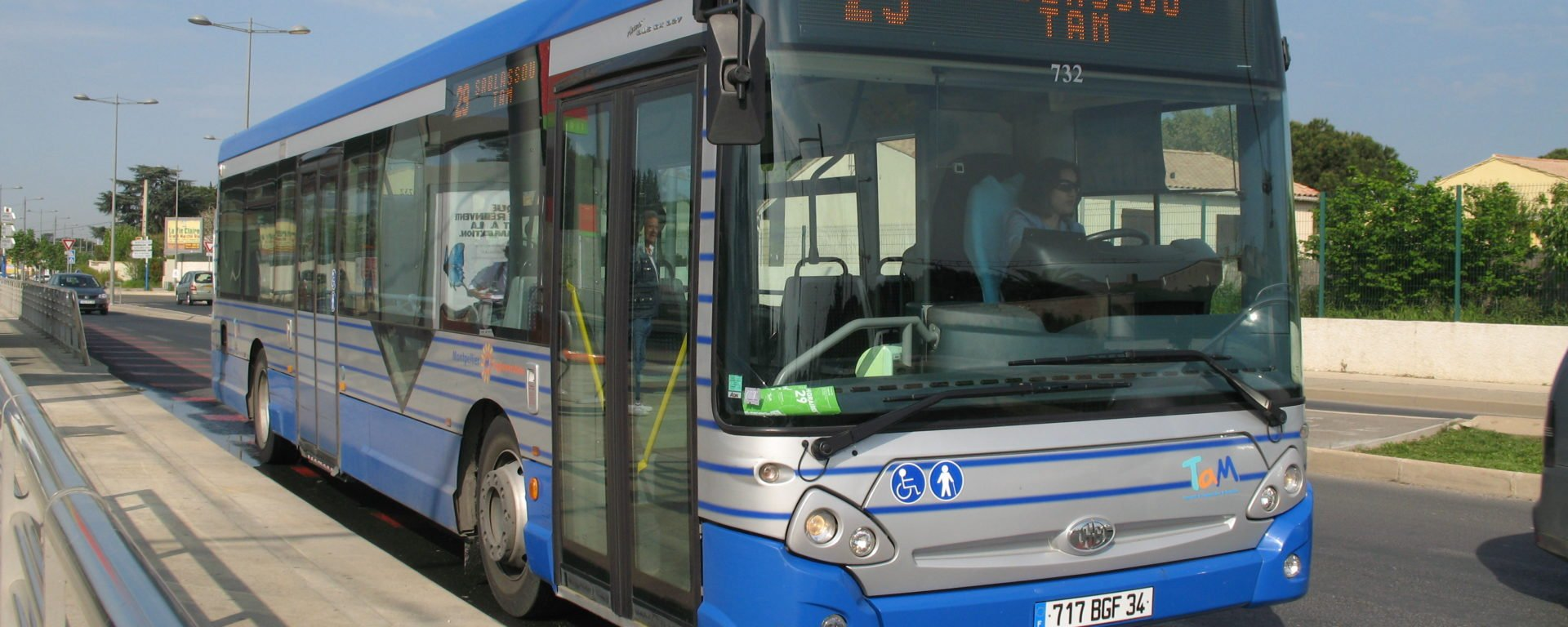 Bus TaM MontpellierTransdev mobility company transport public transit passengers passagers Heuliez GX 327
