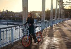 Mobike vélo orange bicycle Transdev mobilité mobility company soft mode doux intermodality multimodality