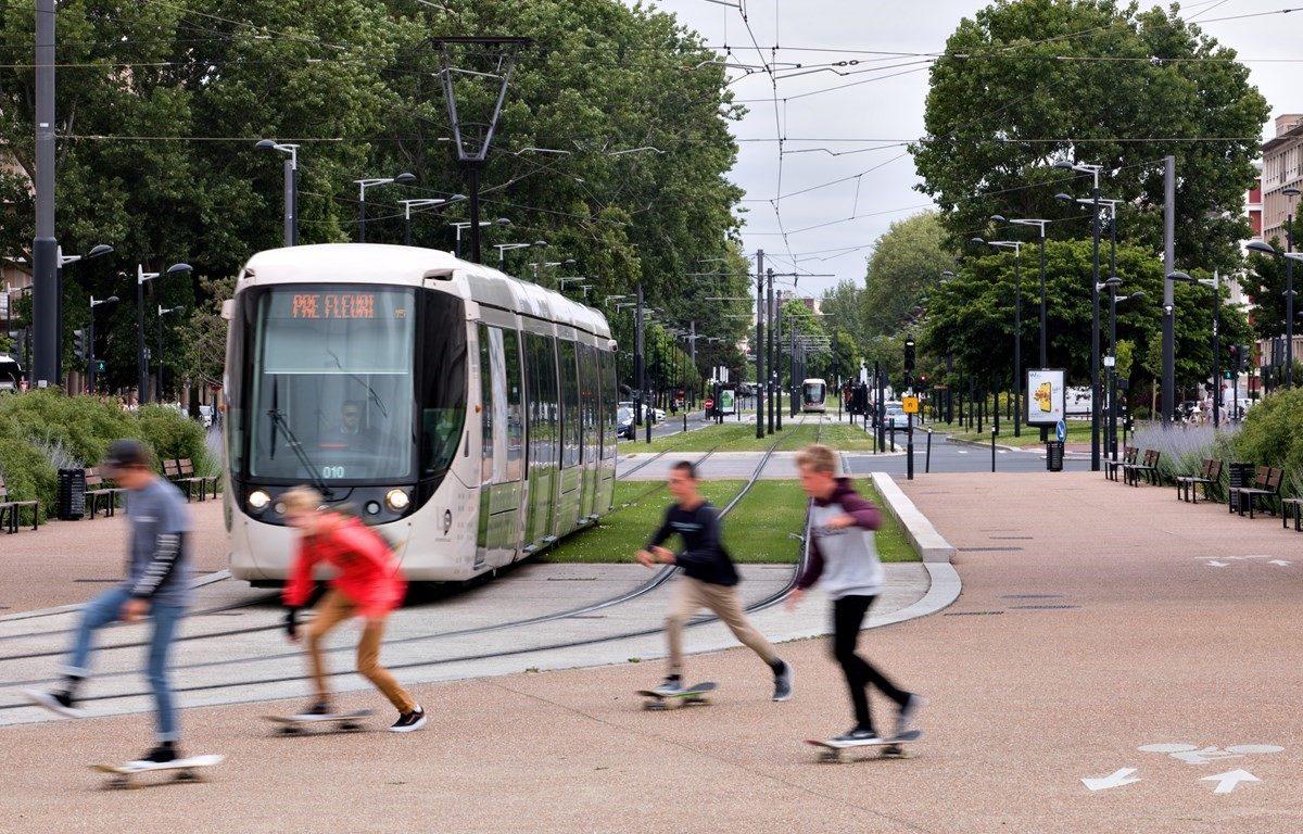 tram-transdev-city-sustainable